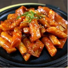 Yopokki Bolinho de Arroz Coreano Instantâneo sabor Super Picante Topokki Copo 120 gramas