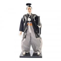 Boneco Japonês Samurai com Coque Kimono Preto e Branco - 30 cm